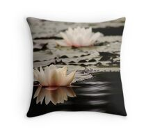 Drakensberg water lily. Throw Pillow
