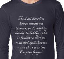 To boldly split infinitives - light text Long Sleeve T-Shirt