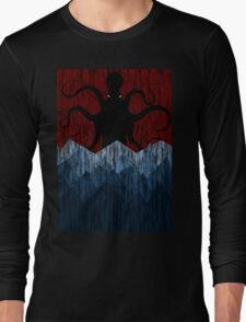 Cthulhu's sea of madness - Red Long Sleeve T-Shirt