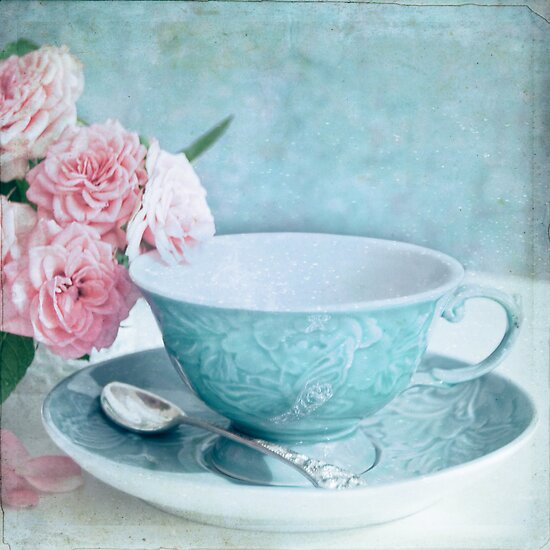 Blue teacup with roses by Sonia Martín Mateo