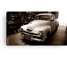 THE OLD CLASSIC  Canvas Print