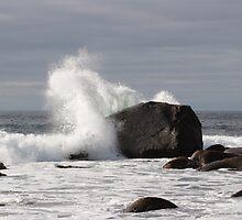 Wave breaking on a rock - Lofoten - 2 by intensivelight