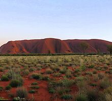 Uluru at Sunrise. by minniemanx