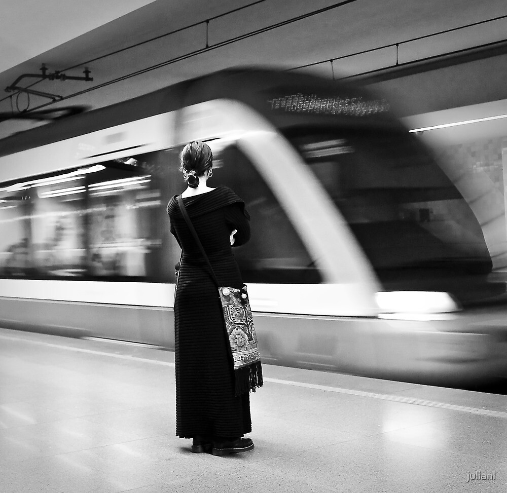 Waiting the metro by julianl