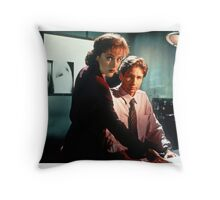 Do You Believe In the Existence of Extraterrestrials? Throw Pillow