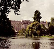Buckingham Palace from St. James Park by memsthrualens