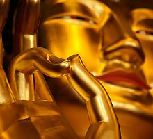 Golden buddha by reisefoto