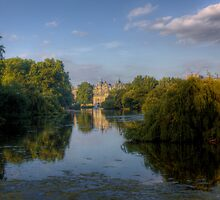 St James Park - Buckingham Palace, London by Mark Richards