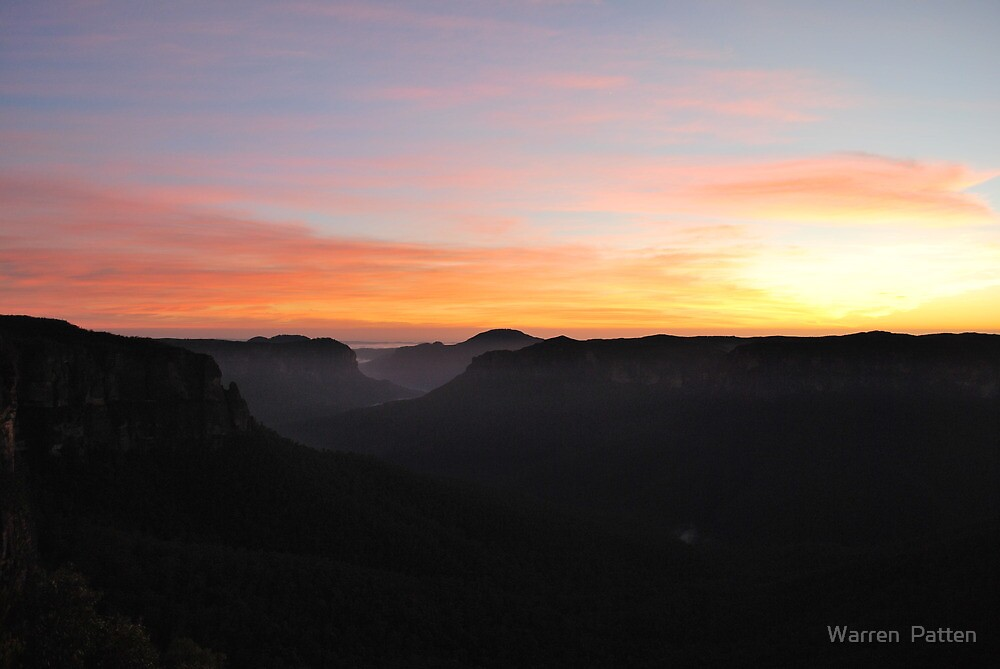 The Grose Valley. 21-11-10. 5.40am by Warren  Patten