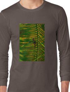 Bird making nest Long Sleeve T-Shirt