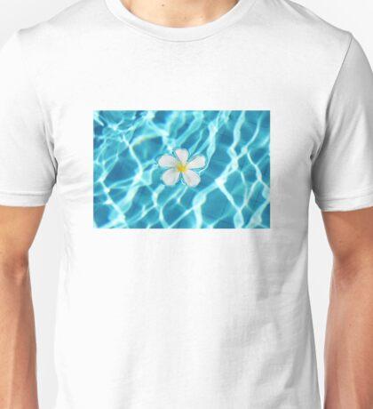 Frangipani flower in the swimming pool Unisex T-Shirt