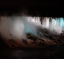 Niagra Falls, Canada, at night by kbudz