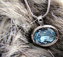 blue pendant by Leeanne Middleton