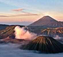 Volcanos at dawn by pangolily