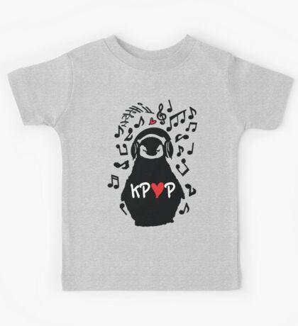 Penguin listen to kpop Kids Tee