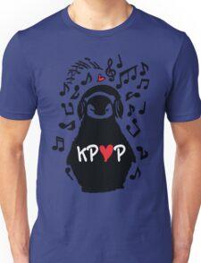 Penguin listen to kpop Unisex T-Shirt