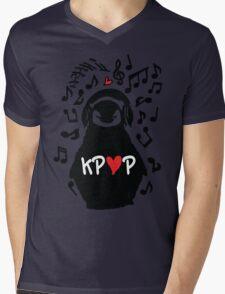 Penguin listen to kpop Mens V-Neck T-Shirt
