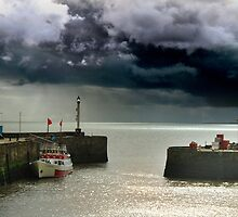 bridlington harbour by JohnHDodds