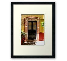 Visillos de una puerta..................... Framed Print