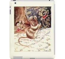 The Tailor of Gloucester Beatrix Potter 1903 0051 Mouse with Needle and Thread iPad Case/Skin