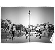 London. Trafalgar Square in the rain. (Alan Copson ©) Poster