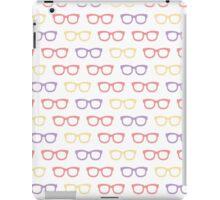 Seamless pattern with retro sunglasses iPad Case/Skin
