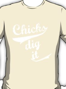 chicks dig it T-Shirt