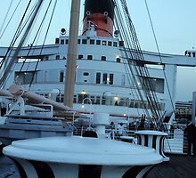 Queen Mary Superstructure  by kuumbalion