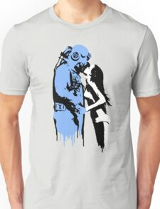 the kiss Unisex T-Shirt
