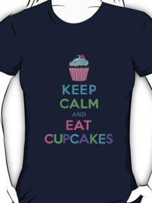 Keep Calm and Eat Cupcakes ll T-Shirt