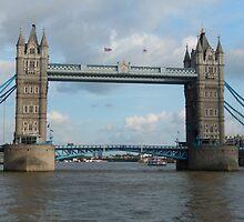 Tower Bridge by sundayduck