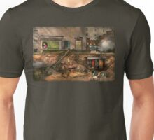 Construction - It pays to flirt 1916 Unisex T-Shirt