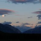 Moon and the mountains by zumi
