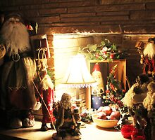 Santas in the fireplace by courier