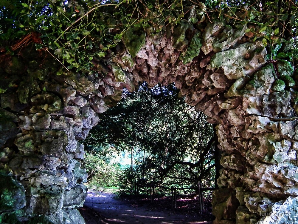 Stone Arch At Stourhead, Wiltshire by lynn carter