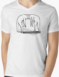 PLUG AND PLAY: GIANTS Mens V-Neck T-Shirt