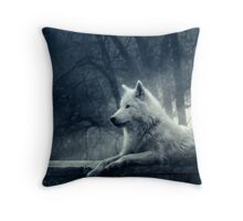Night of the wolf Throw Pillow