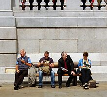 Lunch Hour - Trafalgar Square by shutterclick