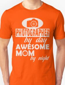 PHOTOGRAPHER MOM T-Shirt