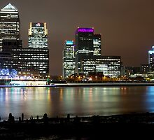 London Beach - Canary Wharf by LeeMartinImages