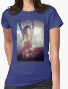 Look Deep - vintage love calm nude beautiful girl natural proud bot body classic new cool T-Shirt