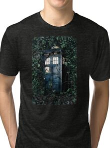 Police Box in The Garden Hoodie / T-shirt Tri-blend T-Shirt