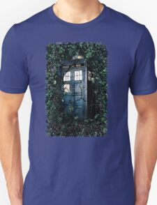 Police Box in The Garden Hoodie / T-shirt Unisex T-Shirt