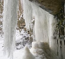 Icicles at Gibsons Cave by Bullboy1983