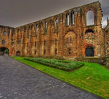 Grounds of Dunfermline abbey by FLYINGSCOTSMAN