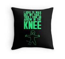 Vault Boy - Knee (ENG) - Green Throw Pillow