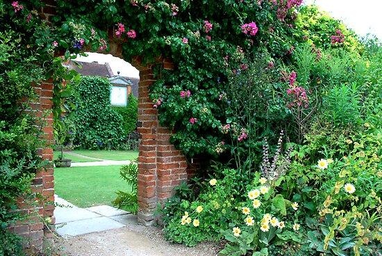 The Hidden Garden by artyamie
