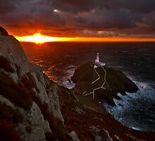 Golden rays over South stack lighthouse by Shaun Whiteman