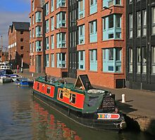 Narrow Boat, Gloucester Docks by RedHillDigital