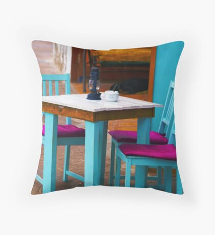 Table d aute. f Throw Pillow